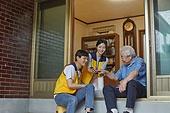 노인 (성인), 스마트기기 (정보장비), 디지털소외, 지역봉사활동 (사회복지), 자원봉사자 (역할), 재능기부 (기부), 도움의손길, 미소