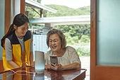 노인 (성인), 독거노인 (노인), 디지털소외 (컨셉), 인공지능스피커 (스피커), 재능기부 (기부), 지역봉사활동 (사회복지), 미소, 배움