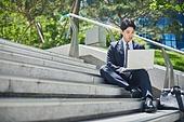 청년 (성인), 비즈니스, 비즈니스맨, 일 (물리적활동), 화이트칼라 (전문직), 노트북컴퓨터 (개인용컴퓨터), 스트레스