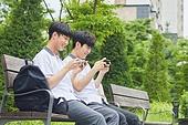 십대 (나이), 고등학생, 중학생, 학생, 친구, 친구 (컨셉), 스마트폰, 휴대폰, 모바일게임, 인터넷강의 (인터넷)