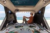 남성, 차박캠핑 (캠핑), 캠핑, 휴가, 혼자여행 (여행), 자동차트렁크 (교통수단일부), 앉기 (몸의 자세)