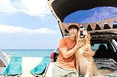 남성, 차박캠핑 (캠핑), 캠핑, 휴가, 혼자여행 (여행), 리트리버, 골든리트리버, 반려동물 (길든동물), 포옹, 미소