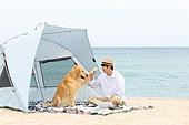 해변 (해안), 텐트, 캠핑, 휴가, 휴식, 개 (개과), 반려동물 (길든동물), 하이파이브, 미소, 행복