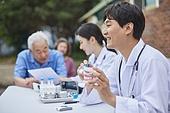 지역봉사활동 (사회복지), 의료봉사 (사회복지), 자원봉사자 (역할), 사회복지 (사회이슈), 재능기부 (기부), 의사, 치아건강, 치아모형, 설명, 미소