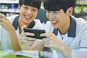 고등학생, 중학생, 친구, 친구 (컨셉), 편의점, 스마트폰, 휴대폰 (전화기)