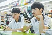 고등학생, 중학생, 친구, 친구 (컨셉), 편의점, 스마트폰, 지루함 (컨셉)