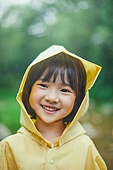 어린이 (나이), 십대 (나이), 소녀, 소녀 (여성), 장마, 비 (물형태), 날씨, 폭우 (비), 행복, 순진, 우비