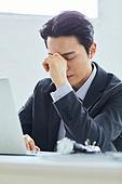 비즈니스 (주제), 비즈니스맨 (사업가), 화이트칼라 (전문직), 걱정 (어두운표정), 스트레스, 피로 (물체묘사)