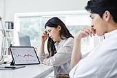 MCN, 소셜미디어마케팅 (디지털마케팅), 비즈니스, 비즈니스 (주제), 일 (물리적활동), 스타트업, 디지털태블릿 (개인용컴퓨터), 그래프, 불경기 (컨셉), 스트레스 (컨셉)