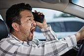 운전사 (운송직업), 운전, 자동차보험, 통화중 (움직이는활동), 스마트폰, 위험 (컨셉), 교통위반딱지 (티켓)
