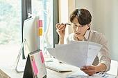 남성, 근로시간, 재택근무 (원격근무), 업무현장, 홈오피스, 통화중