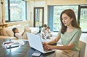 여성, 엄마, 재택근무, 근로시간, 집 (주거건물), 재택근무 (원격근무), 홈스쿨링 (교육)