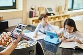 스마트폰, 웹사이트, 온라인쇼핑 (전자상거래), 쇼핑 (상업활동), 배달 (일), 비대면배송 (비대면), 가족