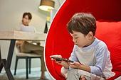 남성, 재택근무 (원격근무), 근로시간 (주제), 노트북사용, 홈오피스, 저학년어린이 (어린이), 스마트폰, 중독