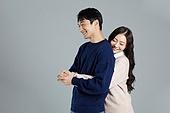 한국인, 스웨터 (상의), 커플, 커플 (인간관계), 로맨스 (컨셉), 데이트 (로맨틱), 행복, 포옹 (홀딩)