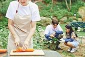 가족, 전원생활 (컨셉), 경작 (식물속성), 텃밭작물 (경작), 홈메이드, 당근, 썰기, 미소