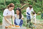 가족, 전원생활 (컨셉), 경작 (식물속성), 텃밭작물 (경작), 홈메이드, 당근, 썰기, 미소, 대화