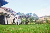 자식두명과가족 (자식), 전원생활 (컨셉), 정원, 걷기 (물리적활동)
