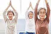 한국인, 노인 (성인), 실버라이프 (주제), 요가, 노인여자 (성인여자), 운동, 실버라이프, 손모으기 (제스처), 명상, 미소