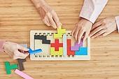 노인 (성인), 노인여자 (성인여자), 공부, 교육 (주제), 퍼즐 (레저게임), 치매, 사람손
