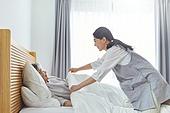 노인여자 (성인여자), 노인문제, 요양원 (양로원), 간호조무사 (간호사), 간병인 (의료계종사자), 의료봉사 (사회복지), 이불, 덮음 (움직이는활동)