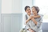 노인여자 (성인여자), 노인문제, 요양원 (양로원), 간호조무사 (간호사), 간병인 (의료계종사자), 의료봉사 (사회복지), 포옹 (홀딩), 미소, 밝은표정