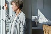 노인여자 (성인여자), 건강관리 (주제), 독거노인 (노인), 외로움 (컨셉), 비탄 (슬픔), 우울 (슬픔)