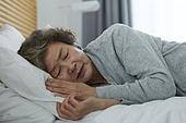 노인여자 (성인여자), 건강관리 (주제), 독거노인 (노인), 외로움 (컨셉), 질병, 고통, 잠