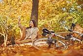 가을 (계절), 감성, 단풍철 (가을), 소풍 (아웃도어), 행복, 단풍잎 (잎), 낙엽, 스마트폰, 셀프카메라 (포즈취하기)