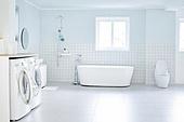 실내, 화장실 (붙박이가정설비), 다용도실 (방), 욕실 (방), 깨끗함 (좋은상태)
