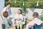 노인 (성인), 노인여자 (성인여자), 노인건강, 실버라이프 (주제), 공동체, 실버타운 (공동체), 노후대책 (사회이슈), 미소, 자원봉사자 (역할), 사회복지
