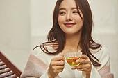 차 (뜨거운음료), 꽃차, 여성, 커피브레이크 (휴식), 미소