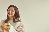 차 (뜨거운음료), 꽃차, 여성, 커피브레이크 (휴식), 여유로운주말, 미소
