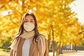 가을 (계절), 단풍나무, 은행나무, 은행나무 (낙엽수), 마스크 (방호용품), 감기예방마스크 (마스크), 코로나바이러스 (바이러스), 코로나19 (코로나바이러스), 사회적거리두기 (사회이슈)