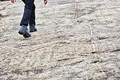 남성, 산, 산악등반 (클라이밍), 비대면, 산림, 혼자여행, 사람다리 (사람팔다리), 등산화