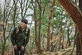남성, 산, 산악등반 (클라이밍), 비대면, 산림, 혼자여행, 걷기 (물리적활동)