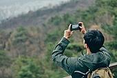 남성, 산, 산악등반 (클라이밍), 비대면, 산림, 혼자여행, 스마트폰, 촬영