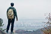 남성, 산, 산악등반 (클라이밍), 비대면, 산림, 혼자여행, 성취 (성공)