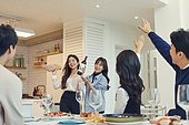 집, 디너파티 (친목회), 포트락파티 (파티), 음식, 웨이빙 (제스처), 즐거움