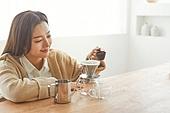 커피 (뜨거운음료), 만들기, 홈메이드, 여성, 커피가루, 붓기, 핸드드립 (커피)