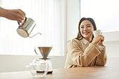 커피 (뜨거운음료), 만들기, 홈메이드, 여성, 미소, 핸드드립 (커피)