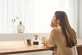 커피 (뜨거운음료), 만들기, 홈메이드, 여성, 핸드드립 (커피), 마시기 (입사용)