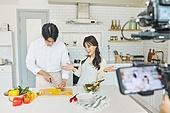가정주방, 음식준비 (움직이는활동), 촬영, 스테빌라이져샷 (카메라앵글), 짐벌, 1인미디어 (사회이슈), 미소