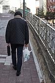50대 (중년), 남성, 불경기, 실망 (슬픔), 외로움, 우울, 걷기 (물리적활동), 귀가 (사건)