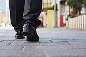 실업 (고용문제), 불경기, 구두 (신발), 신발, 걷기 (물리적활동), 뒷모습