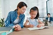 가족, 딸, 함께함 (컨셉), 인터넷강의 (인터넷), 공부, 개인레슨 (가르침), 교육 (주제), 엄마