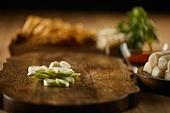 요리 (음식상태), 요리하기 (음식준비), 칼 (무기), 도마 (요리도구)