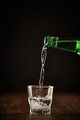 소주 (증류주), 술 (음료), 소주잔, 붓기 (움직이는활동), 소주병