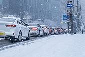 겨울, 겨울 (계절), 한파, 쌓인눈 (눈), 눈 (얼어있는물), 날씨, 도로, 교통체증 (교통량), 자동차보험 (보험)