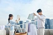 건조시키기 (움직이는활동), 깨끗함 (좋은상태), 빨래, 빨래건조대, 여성, 커플 (인간관계), 신혼부부